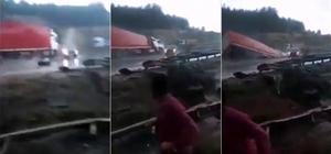 Kaygan yolda kontrolden çıkan tır, köprüden aşağı uçtu Mersin'de 6 kişinin yaralandığı kaza anı saniye saniye görüntülendi