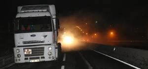 Otomobil Hidroklorik asit yüklü tıra çarptı Tırdan dökülen Hidroklorik asit nedeniyle D-100 Karayolu Boludağı trafiğe kapatıldı
