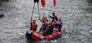 Uzundere'nin eşsiz manzarasında yapılan ekstrem sporları turistleri bekliyor Vali Memiş ve protokolün ekstrem sporlarında adrenalini tavan yaptı