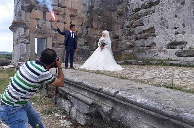 Aizonai Antik Kenti evlenen çiftler için doğal fotoğraf stüdyosu oldu