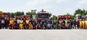 """Orman yangın söndürme ekipleri teyakkuzda Her yıl ortalama Eskişehir'de 22, Afyonkarahisar'da 15 adet yangın çıkıyor 20 ilk müdahale ekibi ve 270 yangın söndürme işçisi 7/24 mesai sistemi ile hazır bekliyor Eskişehir Orman Bölge Müdür Recep Temel; """"Yangınların çıkış sebeplerindea ihmal ve dikkatsizlik başta gelmektedir"""" """"21 arazöz, 12 tonluk 4 tanker arazöz, 20 ilk müdahale aracı, 7 dozer ve 6 greyderimiz hazır"""""""