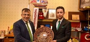 Ülkü Ocakları Başkanı Abayoğlu, Belediye Başkanı Çatal'ı ziyaret etti