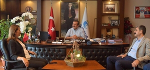 """Başkan Çetin: """"Çalışanlarımıza en iyi koşulları sağlamaya çalışıyoruz"""" DİSK Genel Başkanı Arzu Çerkezoğlu, Çukurova Belediye Başkanı Soner Çetin'i ziyaret ederek, yeni dönemde başarılar diledi, işçilere olumlu yaklaşımından dolayı teşekkür etti"""