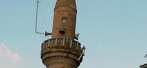 Yıldırım düşmesi sonucu camiinin minaresi hasar gördü