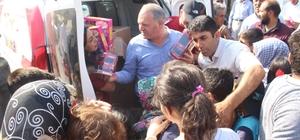 Azerbaycan heyetinden Vanlı çocuklara oyuncak sürprizi