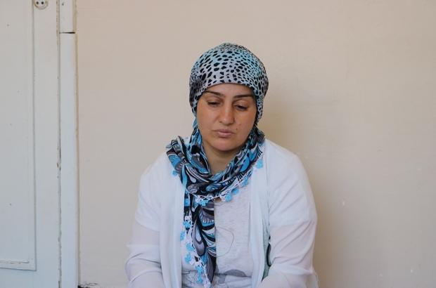 Hasta kardeşler su satarak, tedavileri için çekilen krediyi ödüyor Diyarbakırlı 40 yaşındaki 5 çocuk annesi Yasemin Şenol'un 16 ve 14 yaşlarındaki iki kızları böbrek ve bağırsak hastası Asgari ücretle çalışan babalarının, tedavileri için çektiği krediyi ödeyemediğini gören Yazgül ve Berivan isimli kardeşler su satarak babalarına destek olmaya başladı Çaresiz anne, yetkililerden kendilerine yardımcı olmalarını bekliyor
