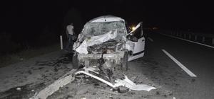 Tomruk yüklü kamyona arkadan çarpan sürücü yaralandı