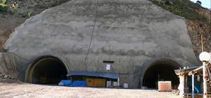 Türkiye'nin en uzun 3. tünelinde kazı çalışmaları tamamlandı Ovit Tüneli ve yapımı süren Yeni Zigana Tüneli'nden sonra Türkiye'nin en uzun 3. tüneli olacak olan Giresun'daki Eğribel Tüneli'nde kazı çalışmaları sona erdi Yeşilden bozkıra geçiş noktasındaki tünelin trafiğe açılması için ikmal ihalesi yapılacak