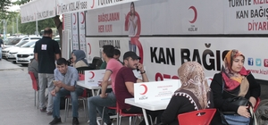 Diyarbakırlılar kan vermek için kuyruğa girdi Kan bağışında bulunan vatandaşlar, herkesin kan vermesi çağrısında bulundular