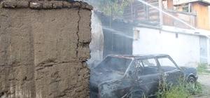 Tosya'da araç yangını eve sıçradı Araç ve evin odunluk bölümünde hasar oluştu