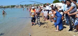 Denizden bu kez balık değil pet ve plastik şişe çıktı 11 Akdeniz ülkesi yer aldığı etkinlikte minikler deniz ve çevre kirliliğine dikkat çekti