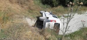Hafif ticari araç 30 metrelik şarampole uçtu: 4 yaralı