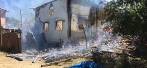 Taşköprü'de halen devam eden yangında 5 ev yandı (Fotoğraflı) Akif Doğan KASTAMONU (İHA) – Kastamonu'nun Taşköprü ilçesinde halen devam eden yangında ilk belirlemelere göre 5 ev kullanılamaz hale geldi. Edinilen bilgiye göre, Taşköprü ilçesine bağlı Kabalar köyünde neden çıktığı henüz belirlenemeyen yangında ilk belirlemelere göre 5 ev yanarak kullanılamaz hale geldi. Halen devam eden yangına Taşköprü Belediyesine bağlı itfaiye ekipleri, Kastamonu Belediyesi itfaiye ekipleri ile Taşköprü Orman İşletme Müdürlüğüne bağlı arazözler müdahalede bulunuyor. (Vİ-SO-Y)
