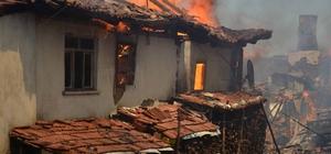 Taşköprü'de 5 ev yandı