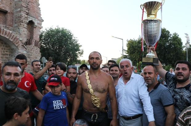 'Gürbüz' hamam geleneğini bozmadı 2019 Kırkpınar Şampiyonu Ali Gürbüz hamam keyfinde