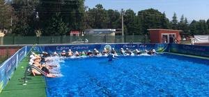 Büyükşehir'de çocukların havuz keyfi