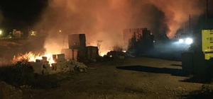 Muğla'da çöplük yangını Milas'ın Ören Mahallesinde gece saatlerinde başlayan çöp-moloz yangını sabaha karşı kontrol altına alındı.