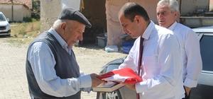 Dumlupınar'da Şehit babasına Bayrak ve Kur-an'ı Kerim hediye edildi