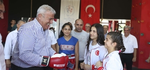 Başkan Atay, milli sporcularla açılışta buluştu