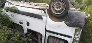 Uçuruma yuvarlanan araç sürücüsü yaralandı Önce dut ağaçlarına çarptı ardından 50 metrelik uçuruma yuvarlandı