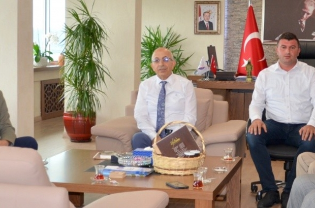 Gökçeada Belediye Başkanından Rektör Prof. Dr. Sedat Murat'a ziyaret