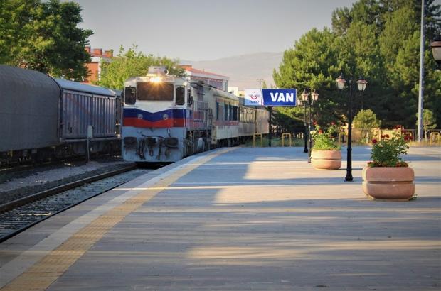 Tahran-Ankara treni ilk seferini gerçekleştirdi 4 yıl aradan sonra Tahran-Ankara tren seferleri yeniden başladı