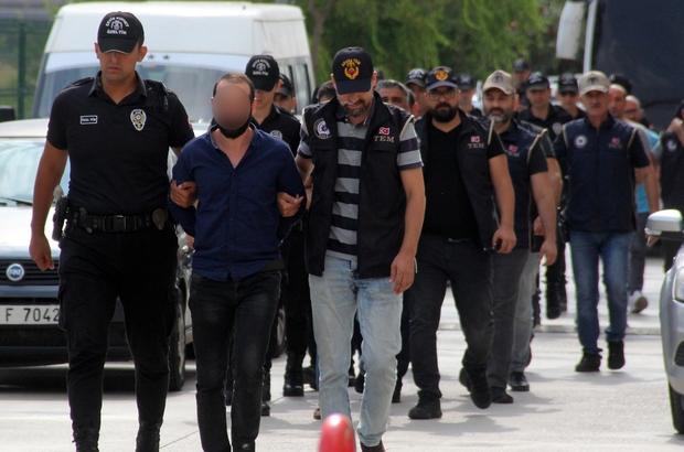 Savcı Kiraz'ın şehit edildiği görüntüleri yayınlayanlar adliyeye sevk edildi Görüntüleri sosyal medyadan paylaştıkları iddiasıyla Adana'da gözaltına alınan 8 zanlı adliyeye sevk edildi