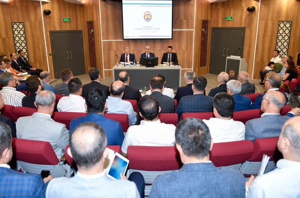 İl Koordinasyon Kurulu 2019 Yılı 3. Dönem Toplantısı gerçekleşti Vali Demirtaş, 2019 yılında Adana'da kamu kurum ve kuruluşları, belediyeler ve kamu kurumu niteliğindeki meslek kuruluşları tarafından 460 proje uygulandığını bu projelerin toplam tutarının 10 milyar 419 milyon lira olduğunu söyledi