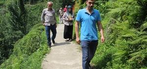 Yol için arazisini vermeyen bir kişi 25 haneyi yolsuz bırakıyor Rize'nin Güneysu ilçesi Yeni Cami Köyü'nde arazisinden yol geçmesine razı olmayan bir kişi 25 haneyi mağdur etti