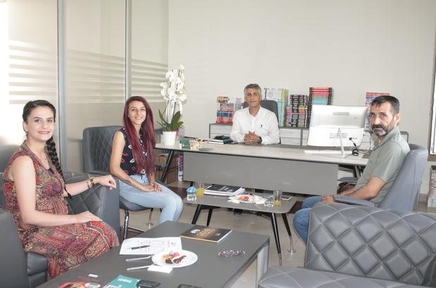 İHA'nın haberi ses getirdi, genç kız üniversite hayaline bir adım daha yaklaştı Diyarbakır'da üniversite hayali kurup kursa kayıt olmak isteyen Ronahi Denizhan hayali için çay ocağı işletmeye başladı İHA'nın yaptığı haber sonrası bir eğitim kurumu, Denizhan'ın tüm masraflarını üstlenerek üniversiteye bünyelerindeki merkezlerde hazırlanması için kayıt yaptırdı