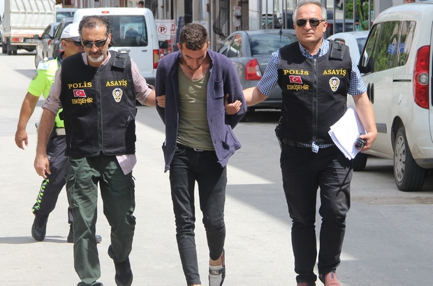 Telefon dolandırıcılığı yapan şüpheli yakalandı Şikayetlerinin artması üzerine İl Emniyet Müdürlüğü Asayiş Şube Müdürlüğü  bünyesinde özel ekip oluşturuldu Şüpheli iki ayrı mahalleden toplam 7 bin 700 TL vurgun yaptı
