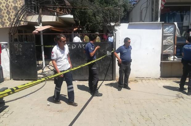 İzmir'deki yangında can pazarı: 1 çocuk öldü, anne ağır yaralı Prizde unutulan telefon evi yaktı