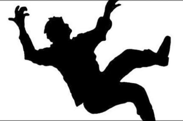 Balkondan düşen adam hayatını kaybetti