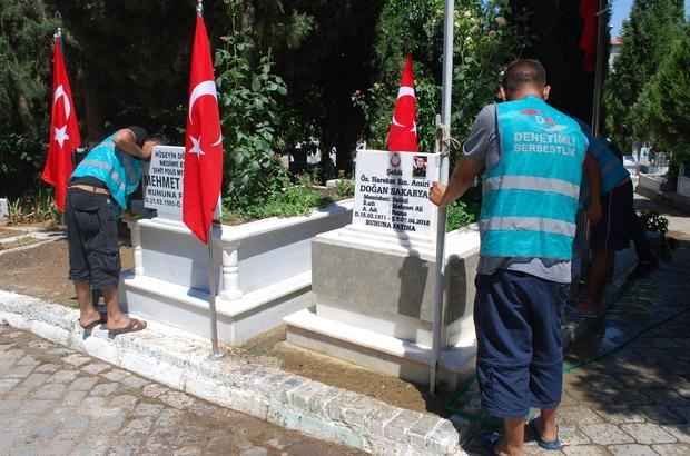 Salihli'de yükümlüler şehit mezarlarını temizledi