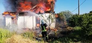 Köyceğiz'de ev yangını Muğla'nın Köyceğiz ilçesi Döğüşbelen mahallesinde boş kargir evde çıkan yangın çevreye sirayet etmeden söndürüldü.