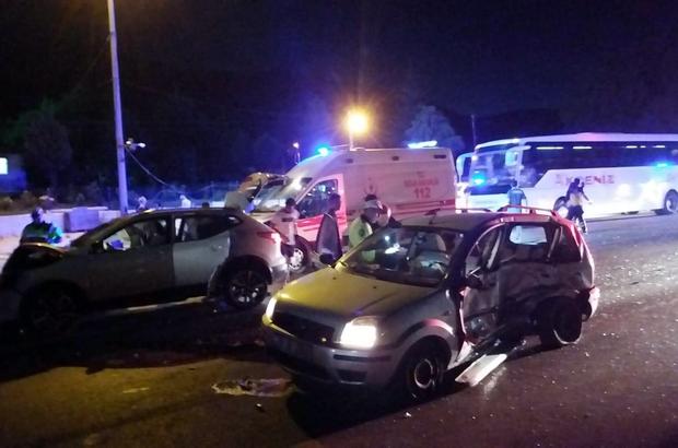 Denizli'de trafik kazası: 4'ü çocuk 11 yaralı Trafik denetim noktasından çıkan otomobil başka bir otomobille çarpıştı, 11 kişi yaralandı