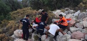 Kayalıklara düşen vatandaşı itfaiye kurtardı Fethiye'de kayalıklardan düşen vatandaşı itfaiye ekipleri ip yardımı ile düştüğü yerden sedye ile kurtararak 112 ekiplerine teslim etti.