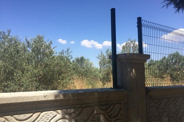 Mezarlığın duvar çitlerini çaldılar