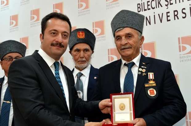 """Kıbrıs gazilerine 'madalya ve berat' Bilecik Valisi Bilal Şentürk; """"Şehit ve gazilerimiz, vatan ve millet için görevini layıkıyla yaptı"""""""