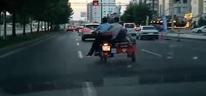 Diyarbakır'da 3 tekerlekli motosiklette tehlikeli yolculuk