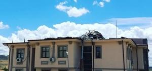 Fırtına, kaymakamlık çatısını yerinden söktü