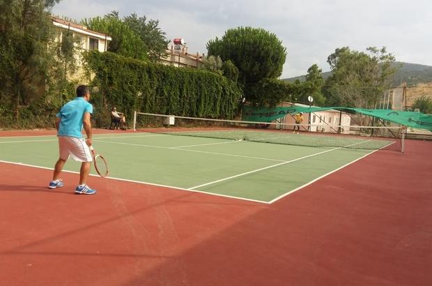 Foça'da 15 Temmuz kapsamında tenis turnuvası