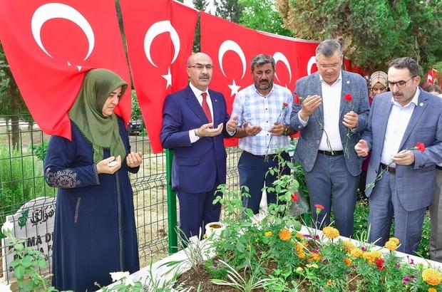 Vali Demirtaş'tan 15 Temmuz şehitlerinin kabirlerine ziyaret