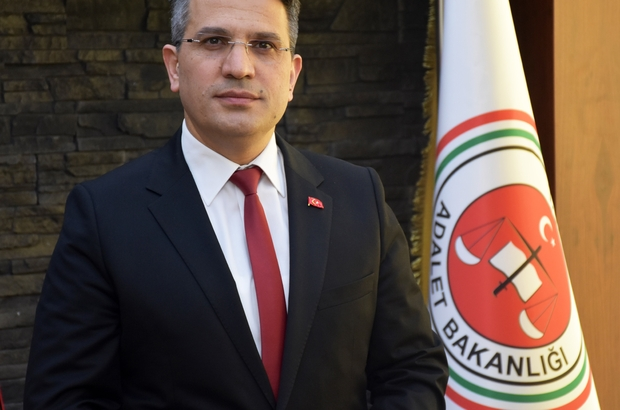 """Adana'da FETÖ'ye 3 yılda bin 595 tutuklama Terör örgütü FETÖ/PDY'ye yönelik yürütülen soruşturmalarda 3 yıllık sürede aralarında 800'ü aşkın polis ve 400'den fazla askerin de bulunduğu 4 bin 734 şüpheli gözaltına alındı Yakalanan şüphelilerden bin 595'i tutuklanırken, bin 766 şüpheli hakkında adli kontrol kararı verildi, bin 373 şüpheli ise serbest bırakıldı Yurdagül: """"Suça bulaşmış her bir ferdi ceza alıncaya kadar FETÖ ile mücadeleye devam edeceğiz"""""""
