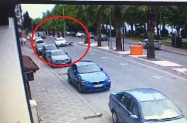 Otomobilin çarptığı yaşı adam metrelerce böyle savruldu Kaza sonrası hastaneye kaldırılan yaşlı adam hayatını kaybetti