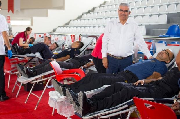 15 Temmuz anısına Kızılay'a kan bağışı Adana Polis Okulu öğrencileri, hain darbe girişiminin yıldönümünde, Kızılay'a kan bağışında bulundu