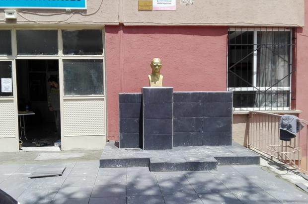 Pazaryeri'nde Atatürk büstü yenileniyor