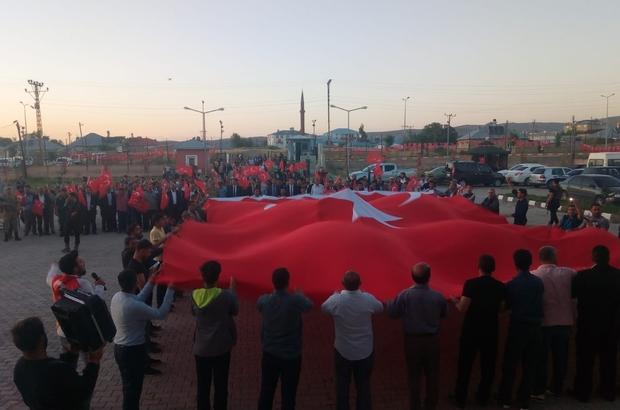 Saray'da Demokrasi ve Milli Birlik Günü utlandı