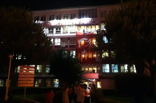 İntihar etmek isterken Türk bayrağına basınca tepkiler yükseldi Ehliyetini kaptıran şahıs Devlet Hastanesi binasından aşağı atlamak istedi