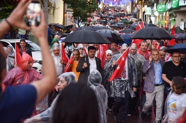 Yağmuru aldırmadan, 15 Temmuz şehitleri için yürüdüler Giresun, 15 Temmuz hain darbe girişiminin 3. yıl dönümünde tek yürek oldu